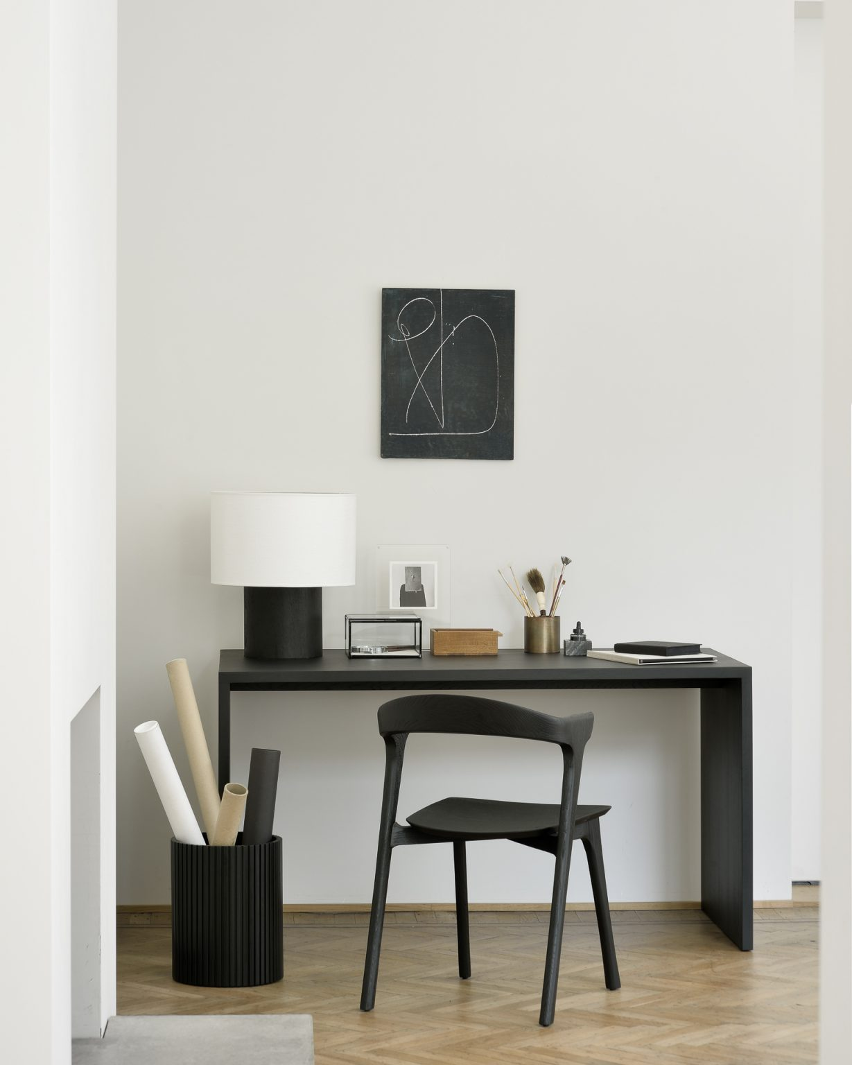 Biennale Interieur - Belgium's leading design and interior event - 50008_oak_black_u_desk_51491_oak_black_bok_chair_29771_mahogany_black_roller_max_waste_paper_basket_1_web.jpg