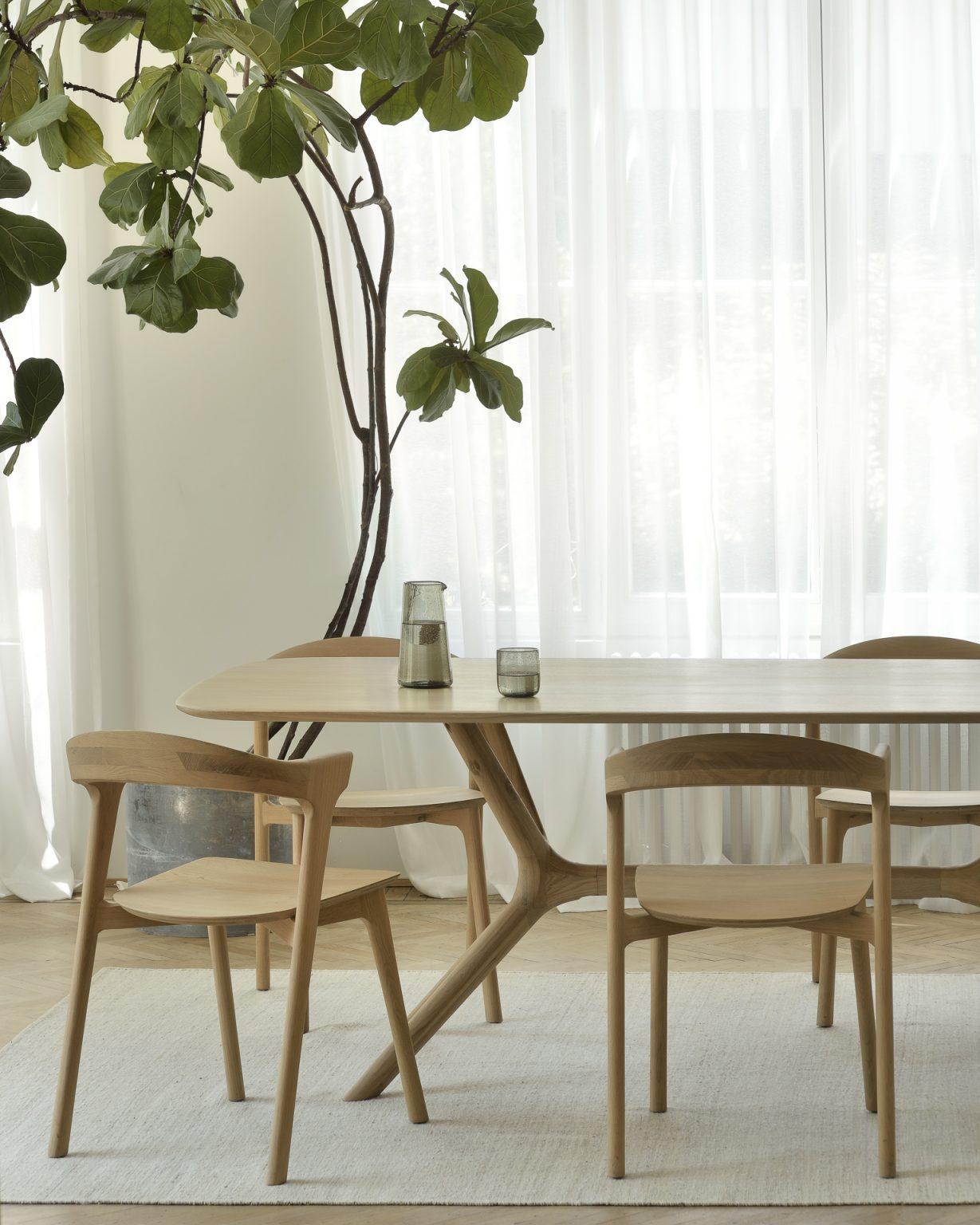Biennale Interieur - Belgium's leading design and interior event - 50028_oak_x_dining_table_51490_oak_bok_chair_21700_nomad_sand_rug_3_web.jpg