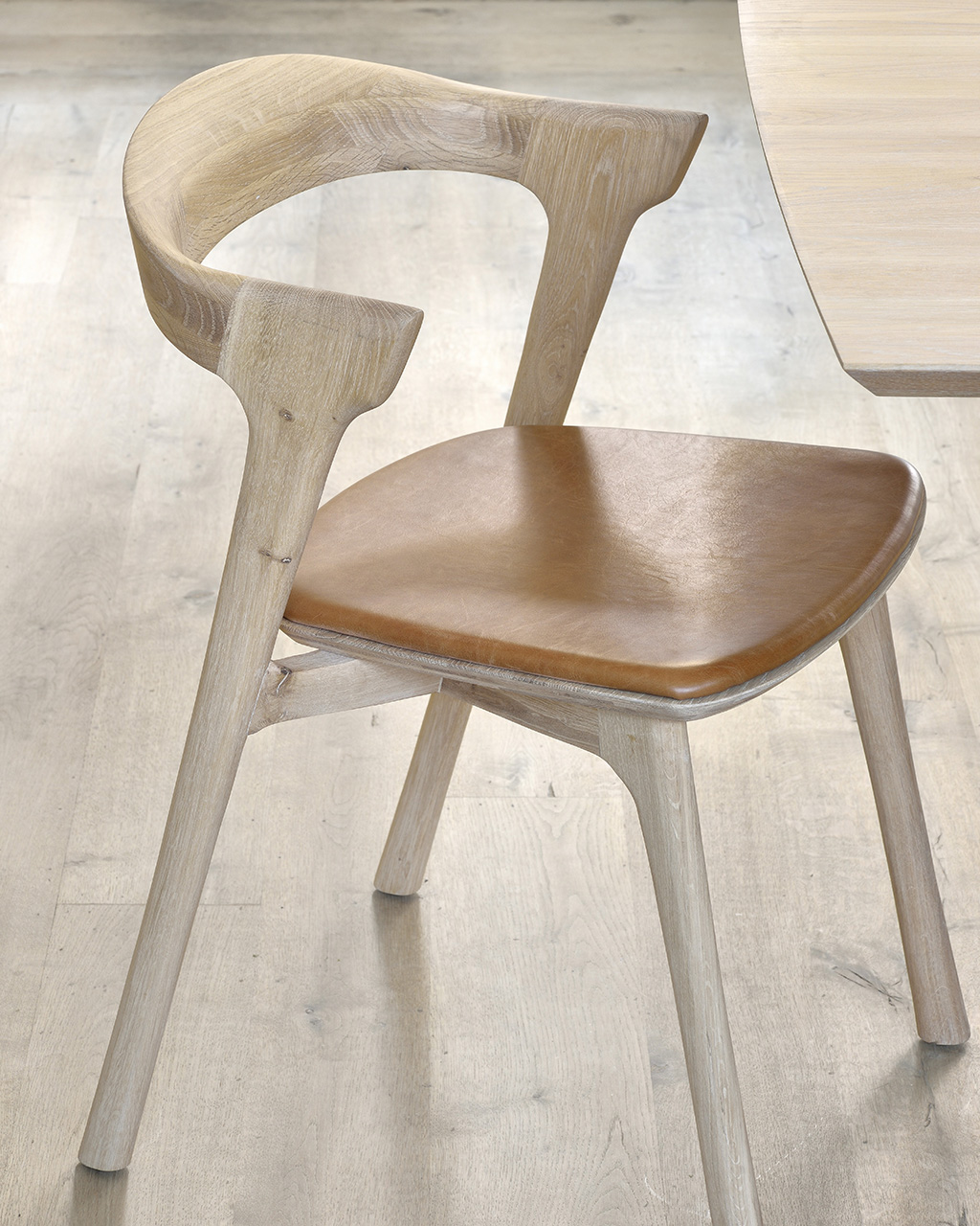 Biennale Interieur - Belgium's leading design and interior event - 51488_oak_bok_dining_chair_with_cognac_leather_seat.jpg