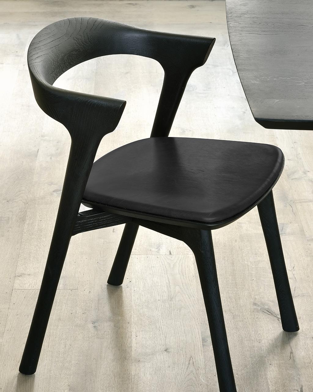 Biennale Interieur - Belgium's leading design and interior event - 51492_oak_bok_black_dining_chair_black_leather.jpg