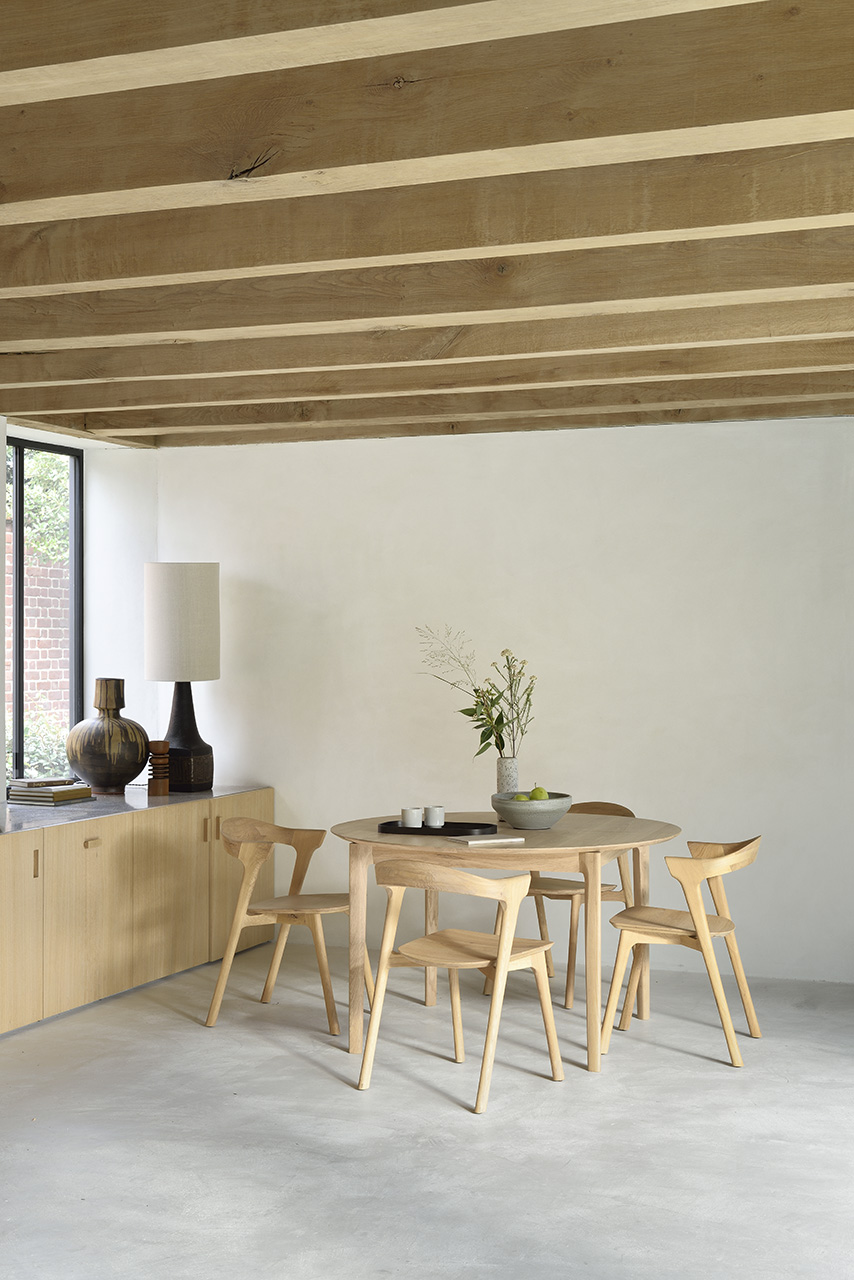 Biennale Interieur - Belgium's leading design and interior event - 51527_oak_bok_round_extendable_dining_table_51490_oak_bok_chair.jpg