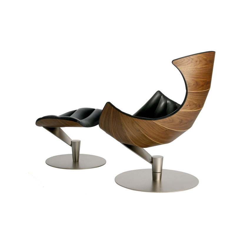 Biennale Interieur - Belgium's leading design and interior event - Bm9210-wml-ppa-539-sc-lobster-lounge-chair-in-walnut-mat-lacqured-leather-paris-passion-539-black-base-in-satin-chrome-steel-4-1.jpg