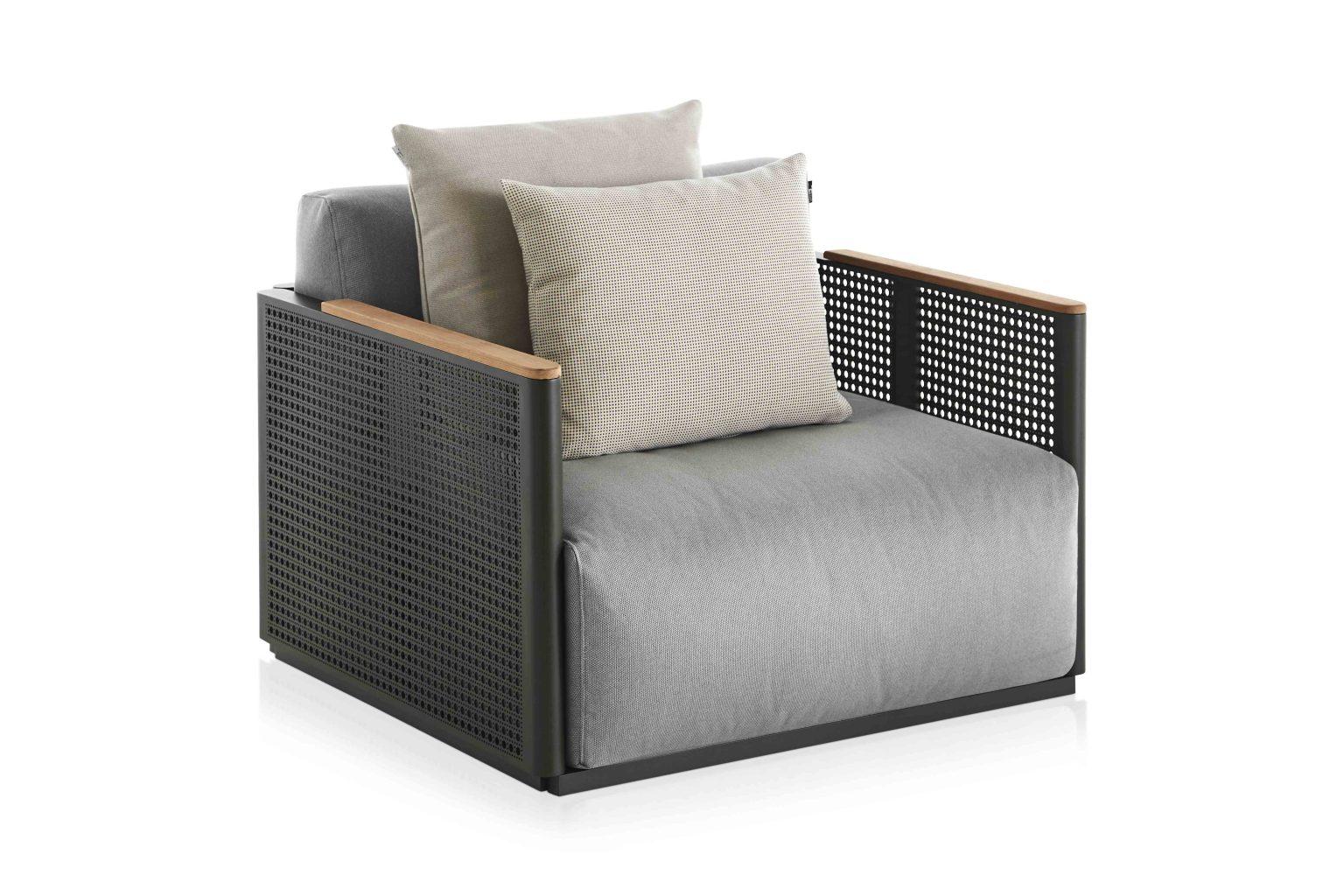 Biennale Interieur - Belgium's leading design and interior event - Bosc-lounge-chair-bottle-green-zori-miso-45.jpg