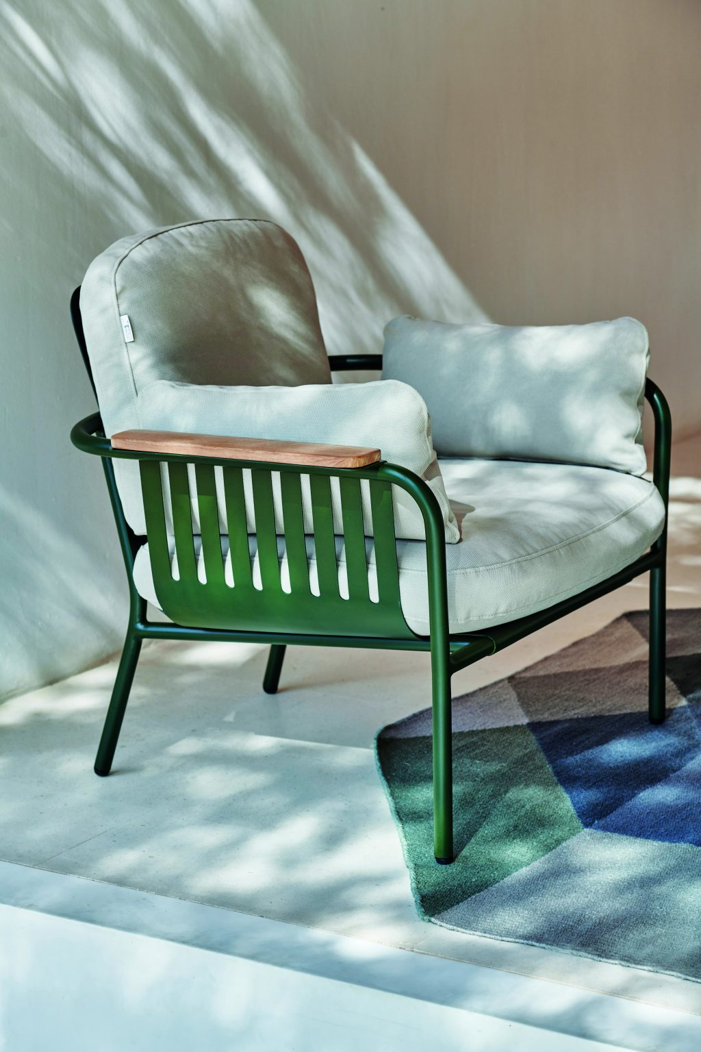 Biennale Interieur - Belgium's leading design and interior event - Capa-composition-lounge-chair-bottle-green-patio-detail-01.jpg